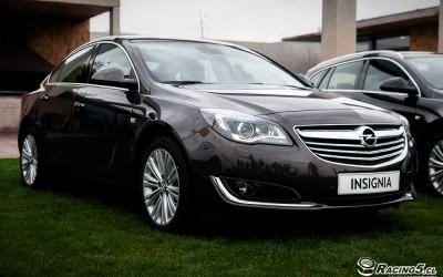 En DHITELfon, Sistema de Navegación / Radio Gps para Opel Insignia 2014.