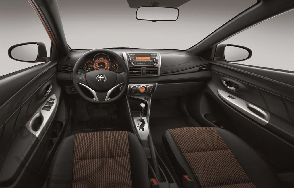 En DHITELfon, Sistema de Navegación / Radio Gps para Toyota Yaris 2014