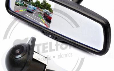 En DHITELfon, Retrovisor central con pantalla integrada y agarres específicos para cada marca y modelo de coche