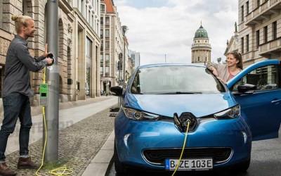 Londres tiene la solución a la escasez de puntos de recarga para coches eléctricos: adaptar las farolas