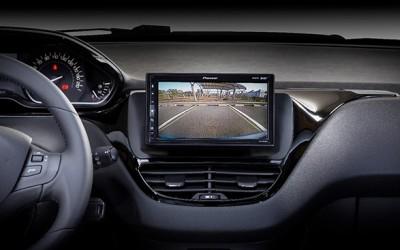 Pioneer lanza su gama de receptores específicos para Renault y Peugeot